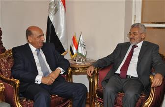 رئيس مجلس الدولة يستقبل رئيس المحكمة العليا باليمن ويمنحه درع المجلس