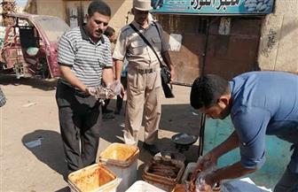ضبط 421 عبوة مواد غذائية غير صالحة للاستهلاك الآدمي في أسواق العلمين وسيدي عبدالرحمن