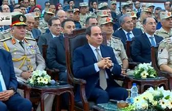 الرئيس السيسي يشاهد فيلما تسجيليا حول مصنعي الغاز بأبو رواش