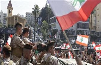 الجيش اللبناني يزيل حواجز المحتجين والمدارس مازالت مغلقة