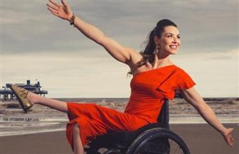 عارضة أزياء على كرسي متحرك هدفها نشر المساواة | فيديو