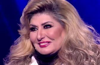 سهير رمزي بإطلالة شبابية فى عيد ميلادها بصحبة زوجها| فيديو