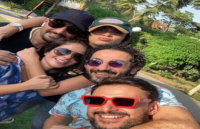 أحمد حلمي يلتقط «سيلفي» مع منى زكي والسقا ورامز جلال  صور -