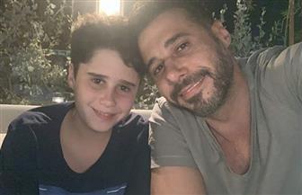 أحمد السعدني يحتفي بميلاد ابنه على طريقته الخاصة