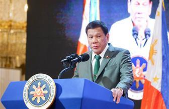 """رئيس الفلبين: ورثت عن جدى  """"مرضا""""  يتسبب في ارتخاء جفوني"""