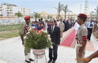 سكرتير عام محافظة البحر الأحمر يضع إكليل الزهور على النصب التذكاري احتفالا بذكرى أكتوبر |صور