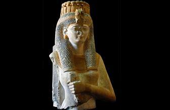 تمثال للملكة ميريت آمون في عرض خاص بمدخل المتحف المصري بالتحرير
