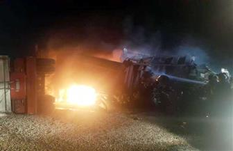 تفحم 4 سائقين بسبب تصادم سيارتي نقل محملتين بالزلط بالسويس | صور