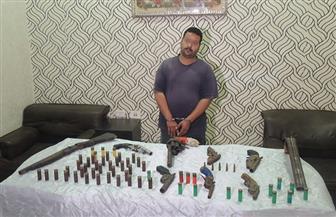 القبض على عاطل لاتجاره في الأسلحة النارية والذخيرة