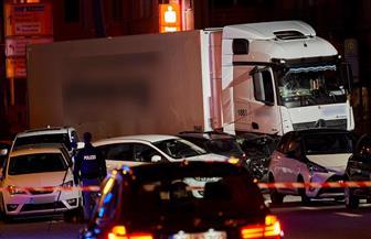 إصابة 17 شخصا جراء مداهمة شاحنة لعدة سيارات في ألمانيا