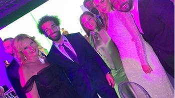 """يسرا تحتفل بمحمد صلاح بعد فوزه بـ""""رجل العام""""   صور وفيديو"""