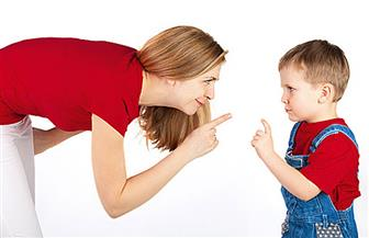 كذب الوالدين على الطفل في الصغر يدفعه إلى الكذب في الكِبر