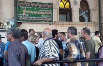 وصول أحمد فهمي وهنا الزاهد لمسجد العمري بالإسكندرية | صور