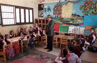 إحالة معلمة رياض أطفال وعامل خدمات معاونة للتحقيق بمدرسة في الفيوم | صور
