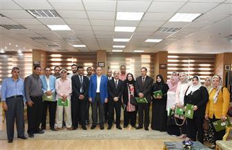 محافظ الشرقية يُكرم الحاصلين على دورات إعداد قادة المستقبل ومسئولي إدارة الاتصال السياسي  صور