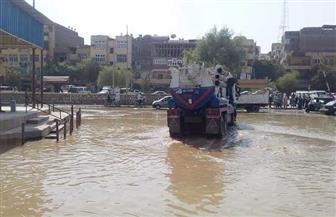 غرق منطقة مزلقان السيل بأسوان بعد انفجار ماسورة صرف صحي
