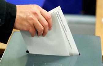 الرومانيون يدلون بأصواتهم فى الانتخابات الرئاسية