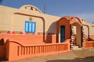محافظ كفر الشيخ وقيادات شركة الرمال السوداء يسلمون منازل مطورة بقرية الشهابية | صور