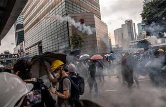 مسيرة في هونج كونج احتجاجا على استخدام الشرطة الغاز المسيل للدموع