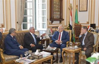 رئيس جامعة القاهرة يستقبل زاهي حواس لإلقاء محاضرة عن توت عنخ آمون | صور
