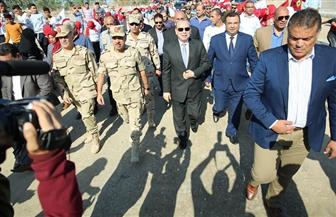 محافظ كفرالشيخ ورئيس الشركة المصرية للرمال السوداء يشهدان حفل تسليم 20 منزلًا ببلطيم | صور