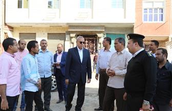 محافظ قنا يتفقد محطة المياه والمستشفى المركزي بمدينة دشنا | صور