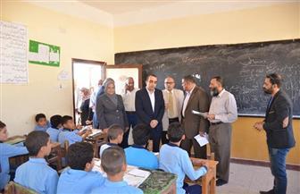 نائب محافظ الإسماعيلية يحيل مديري مدرستين للتحقيق لتدني مستوى النظافة داخلهما