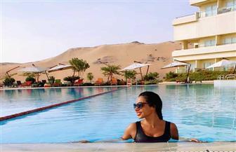 نسرين أمين بإطلالة مثيرة: الصيف منتهاش في مصر | صور