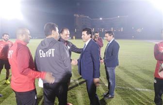 وزير الشباب والرياضة يزور معسكر منتخب مصر في برج العرب | صور