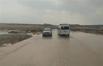 رئيس مدينة مرسى علم يكلف بسرعة إزالة تجمعات مياه الأمطار بالكيلو 65 وإعادة الطرق المغلقة | صور