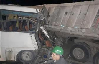 مصرع وإصابة 14 شخصا في حادث تصادم بالفرافرة