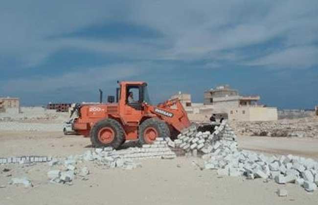 إزالة تعديات على  ألف م في الموجة  لاسترداد أراضى الدولة في مطروح| صور