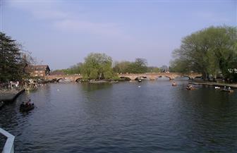 حواجز مقاومة للفيضانات حول مواقع شكسبير الأثرية على نهر أفون لحمايتها