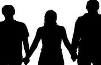التحقيق في اتهام طبيب لزوجته بالجمع بين زوجين