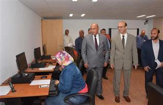رئيس جامعة أسيوط يتفقد الدورات التدريبية للعاملين بالمكتبة المركزية