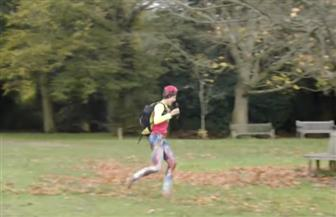 مغامرة بريطانية تركض دون حذاء مسافة 4 آلاف كم | فيديو
