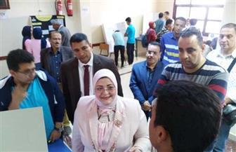 """وكيلة تعليم كفر الشيخ تتفقد مشروعات طلاب مدرسة المتفوقين في معرض """"أيسف""""   صور"""