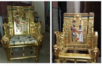 نجار مصري يبدع في صنع كرسي العرش لتوت عنخ آمون.. وهذه قصته | صور