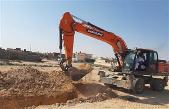 فتح مجرى السيل بمنطقة الكيلو 7 بحي الشروق في مطروح| صور
