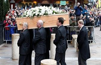 بريطانيا: تشييع جنازة في تابوت على شكل صندوق شاي لامرأة كانت تتناول 40 كوبا في اليوم