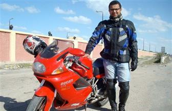 """التنمية المحلية توافق على طلب الرحالة """"على عبده"""" بزيارة المحافظات بدراجة كهربائية"""