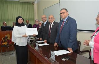 رئيس جامعة أسيوط يكرم أعضاء فريق وحدة الجودة بكلية الطب لأدائهم المتميز|صور