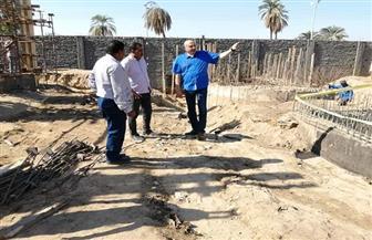 رئيس مدينة الطود بالأقصر يتابع الأعمال الجارية بمحطات الصرف الصحي| صور
