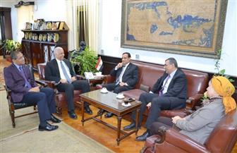 رئيس جامعة الإسكندرية يستقبل لجنة وزارة التعليم العالي لتقييم دور الجامعة في تطوير العشوائيات|صور