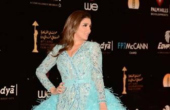 مي عمر تخطف الأنظار على السجادة الحمراء بمهرجان القاهرة السينمائي | صور