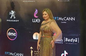 يسرا وليلى علوي على السجادة الحمراء بـ«القاهرة السينمائي» | صور