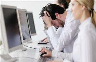 دراسة بريطانية: اثنان من كل خمسة موظفين يدعون المرض للتغيب عن العمل