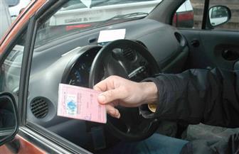 تبول على جانب أحد الطرق السريعة في ألمانيا فسحبت رخصته