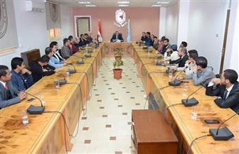 رئيس جامعة سوهاج يجتمع بمجلس اتحاد الطلاب المنتخب | صور