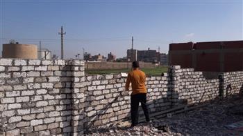 إزالة تعديات على أراض زراعية ومخالفات بناء ببني سويف| صور